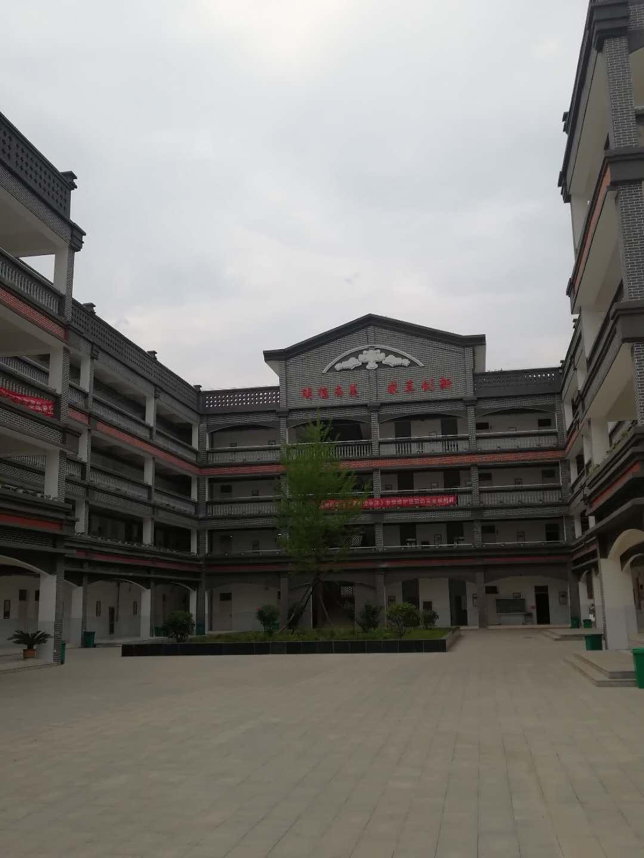 灰色劈开砖案例图——卢氏县朱阳关镇中心小学